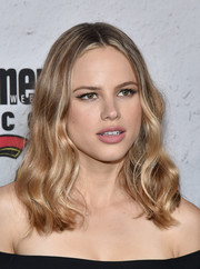 Halston Sage wore her hair in a center-parted, wavy style at the Entertainment Weekly Comic-Con party.