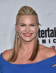 Natasha Henstridge looked cool and chic with her half-up pompadour at the Entertainment Weekly Comic-Con party.