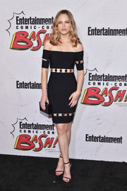 Halston Sage complemented her sexy frock with a simple black box clutch.