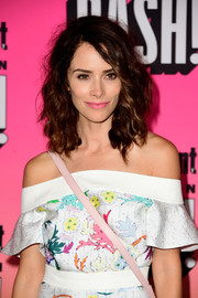 Abigail Spencer framed her pretty face with messy-glam curls for the Entertainment Weekly Comic-Con party.