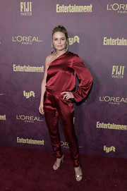 Jennifer Morrison completed her look with a pair of gold sandals.