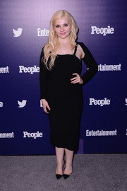 Abigail Breslin topped off her dress with a black shrug sweater.