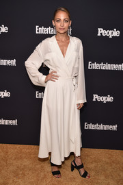 Nicole Richie chose a loose white wrap top by Alberta Ferretti for the Entertainment Weekly and People Upfronts.