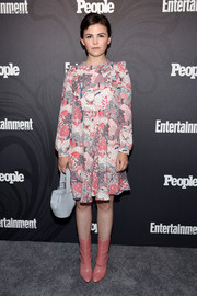 Ginnifer Goodwin topped off her ensemble with a pale blue bucket bag.