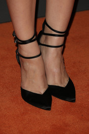 Holland Roden's black satin pumps at the Entertainment Weekly pre-Emmy party were a perfect mix of elegant and edgy.