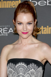 Darby Stanchfield looked oh-so-pretty at the Entertainment Weekly pre-Emmy party with her retro-chic ponytail.