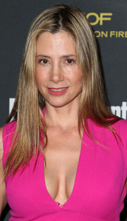Mira Sorvino sported a simple straight hairstyle at the Entertainment Weekly pre-Emmy party.