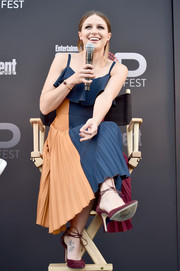 Melissa Benoist kept it colorful all the way down to her burgundy ankle-tie pumps.