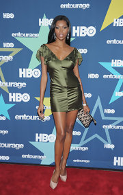 Jessica White gave her sexy olive mini dress a girlish finish with a black lace print wristlet at the 'Entourage' premiere.
