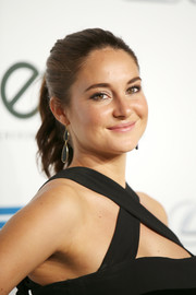 Shailene Woodley was fresh-faced at the EMA Awards wearing this brushed-back ponytail.