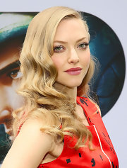 Amanda Seyfried rocked a matte pink lip, which brought out the pink hue in her cheeks!