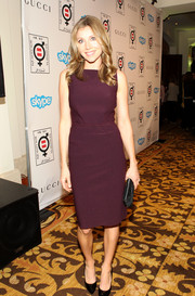 Sarah Chalke went for simplicity in a sleeveless plum-colored dress when she attended the Make Equality Reality event.