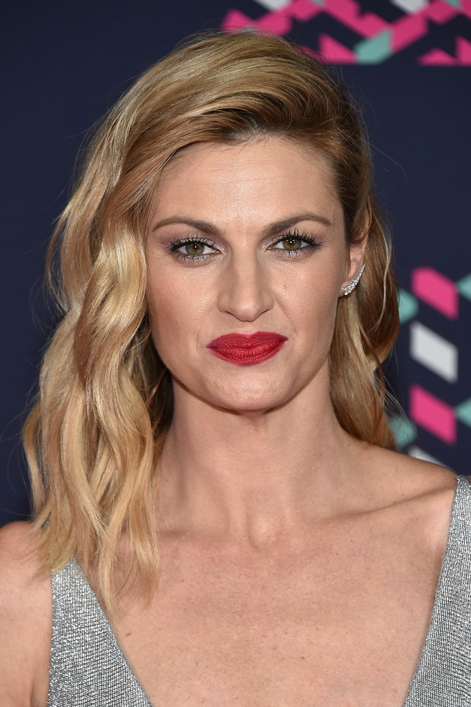 Erin Andrews Medium Wavy Cut Erin Andrews Looks