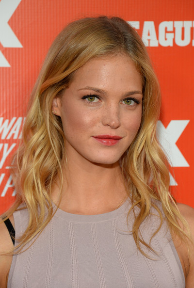 Erin Heatherton Medium Wavy Cut