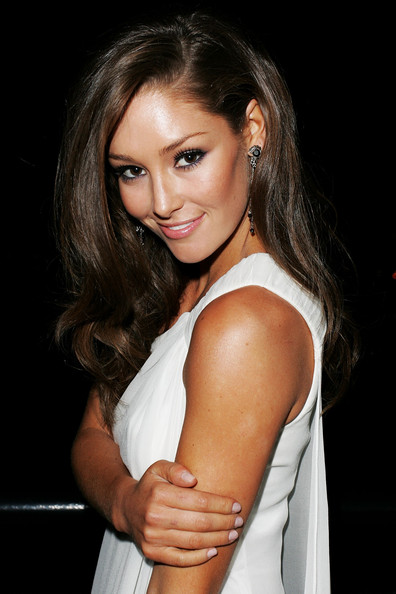 Erin McNaught Long Wavy Cut