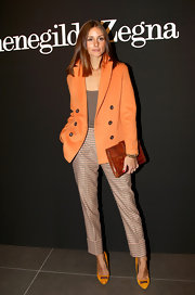 Olivia Palermo's accented her Milan Fashion Week attire with a cognac snakeskin clutch.