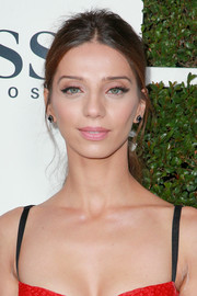 Angela Sarafyan kept it laid-back with this mildly messy ponytail at Esquire's Mavericks of Hollywood event.