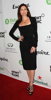 Minnie Driver paired a timeless black dress with sultry black heels. The strappy peep toes are definitely eye catching!