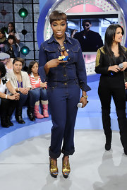 British singer Estelle shoed up to the BET studios decked out in all denim. She gave her outfit some flare with a pair of gold metallic platform heels.