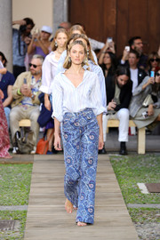 A pair of blue paisley-print pants completed Candice Swanepoel's outfit.
