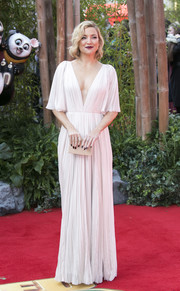 Kate Hudson looked simply divine at the 'Kung Fu Panda 3' European premiere in a pleated white J. Mendel gown with a plunging neckline and flutter sleeves.