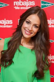 Eva Gonzales wore her lovely tresses down at the sales campaign of 'Corte Ingles.'