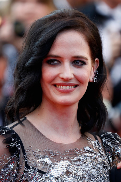 Eva Green Medium Wavy Cut [based on a true story,hair,hairstyle,eyebrow,smile,beauty,lip,premiere,long hair,brown hair,layered hair,eva green,cannes,france,cannes film festival,screening,palais des festivals]