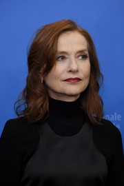Isabelle Huppert attended the Berlinale photocall for 'Eva' wearing her hair in casual curls.