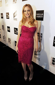 Heather Graham chose this fuchsia, lace strapless for her flirty and feminine red carpet look.