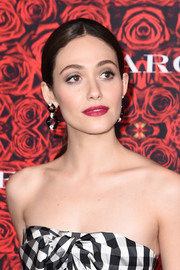 Emmy Rossum's berry lip looked gorgeous against her monochrome dress.