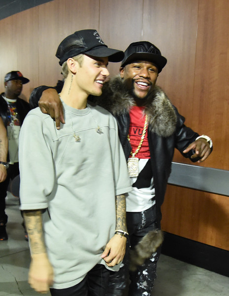 More Pics of Justin Bieber Leather Sneakers (1 of 176) - Athletic Shoes Lookbook - StyleBistro [fun,outerwear,event,style,fashion design,evening with justin bieber,floyd mayweather jr.,boxer,california,los angeles,staples center,l,performances,an evening with]