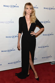 Lindsay Ellingson chose a deep V-neck black gown that featured three quarter-length sleeves and a front slit at the leg for her look at the Make-A-Wish Metro Gala.