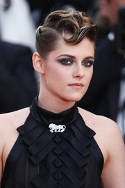 Kristen Stewart graced the 2018 Cannes Film Festival opening gala wearing her signature smoky eye.