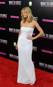 Brooklyn Decker did minimalist-chic in this strapless white dress at the 'What to Expect When You're Expecting' NY premiere.
