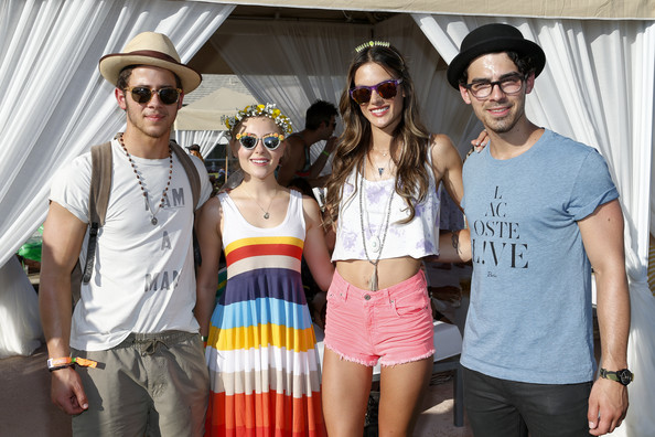 More Pics of AnnaSophia Robb Cateye Sunglasses (4 of 15) - AnnaSophia Robb Lookbook - StyleBistro
