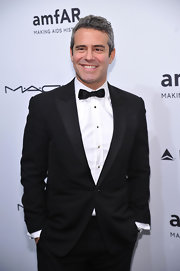 Andy Cohen knows how to rock a tux! The funny guy opted for a classic tux for the amfAR gala in NYC.