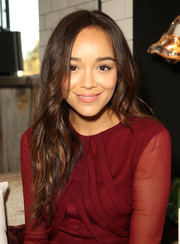 Ashley Madekwe wore her hair loose with gentle waves during the Cushnie et Ochs intimate dinner at Gjelina.