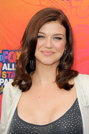 Adrianne Palicki paired her ensemble with shoulder length curls.