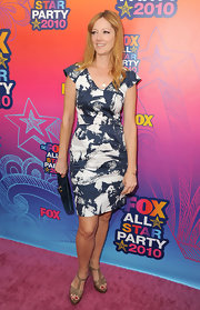 Judy Greer paired her nude sandals with a printed day dress.