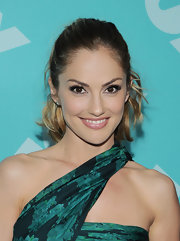 A blush pink lipstick kept Minka Kelly's beauty look on the natural side.