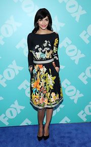 Hannah Simone chose a bold floral-print dress for her fun and flirty look at the FOX programming presentation.
