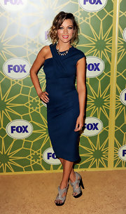 Natalie Zea was ladylike chic at the FOX bash. She paired the demure look with gray platform sandals.