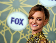 Jayma Mays created a sultry smoky-eyed look using rich chocolate and cool taupe shadows for the FOX All Star Party.