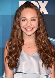 Maddie Ziegler looked adorable with her half-up curls at the 'American Idol' finale.
