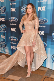 Jennifer Lopez kept the glitter coming with a pair of gold Christian Louboutin Toerless Muse pumps.