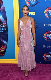 Alexandra Shipp paired her lovely dress with a silver envelope clutch by Tyler Ellis.