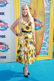 Tori Spelling looked summery in a floral sundress at the 2019 Teen Choice Awards.