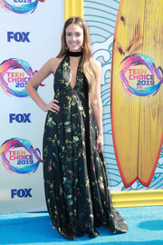 Jessica Alba charmed in a floral halter gown by Oscar de la Renta at the 2019 Teen Choice Awards.