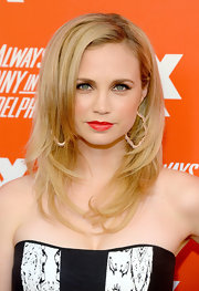 Fiona Gubelmann styled her hair in face-framing layers for the FXX Network launch.