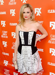 Fiona Gubelmann stepped out on the FXX Network launch red carpet wearing a strapless black-and-white print dress.